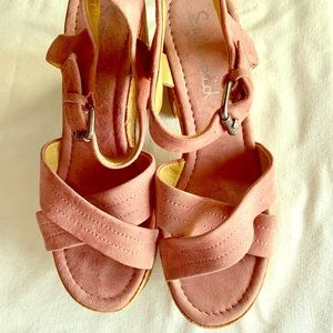 Woman's suede pink wedges